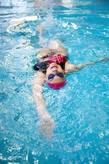 rueckenschwimmen,athlet